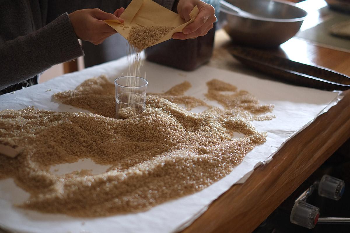 酵素玄米作り方の工程写真:選別